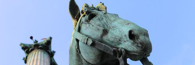 фрагмент памятника вождям венгров на Площади Героев, Будапешт. гид по Будапешту