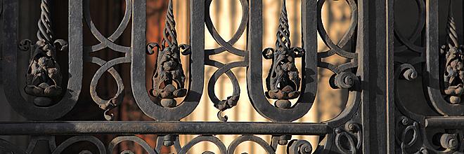 гид по Будапешту Анна Чайковская. кованая решётка на воротах библиотеки, Будапешт. гид по Будапешту