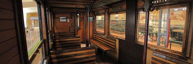 интерьер железнодорожного вагона пригородного сообщения, конец XIX века, Музей транспорта, Будапешт