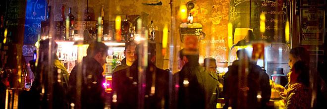 Вечером в самой лучшей ромкочме Szimpla, Будапешт